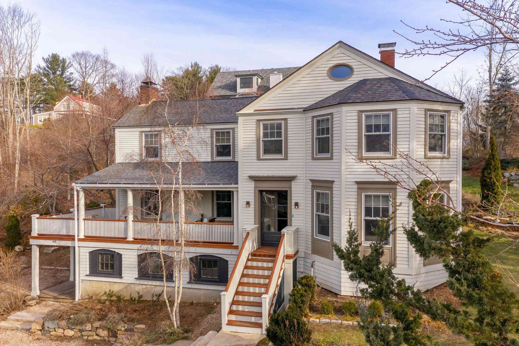 Single Family Homes 为 销售 在 Victorian Residence Situated in the Heart of Prestigious York Harbor 416 York Street, 约克, ME 03909