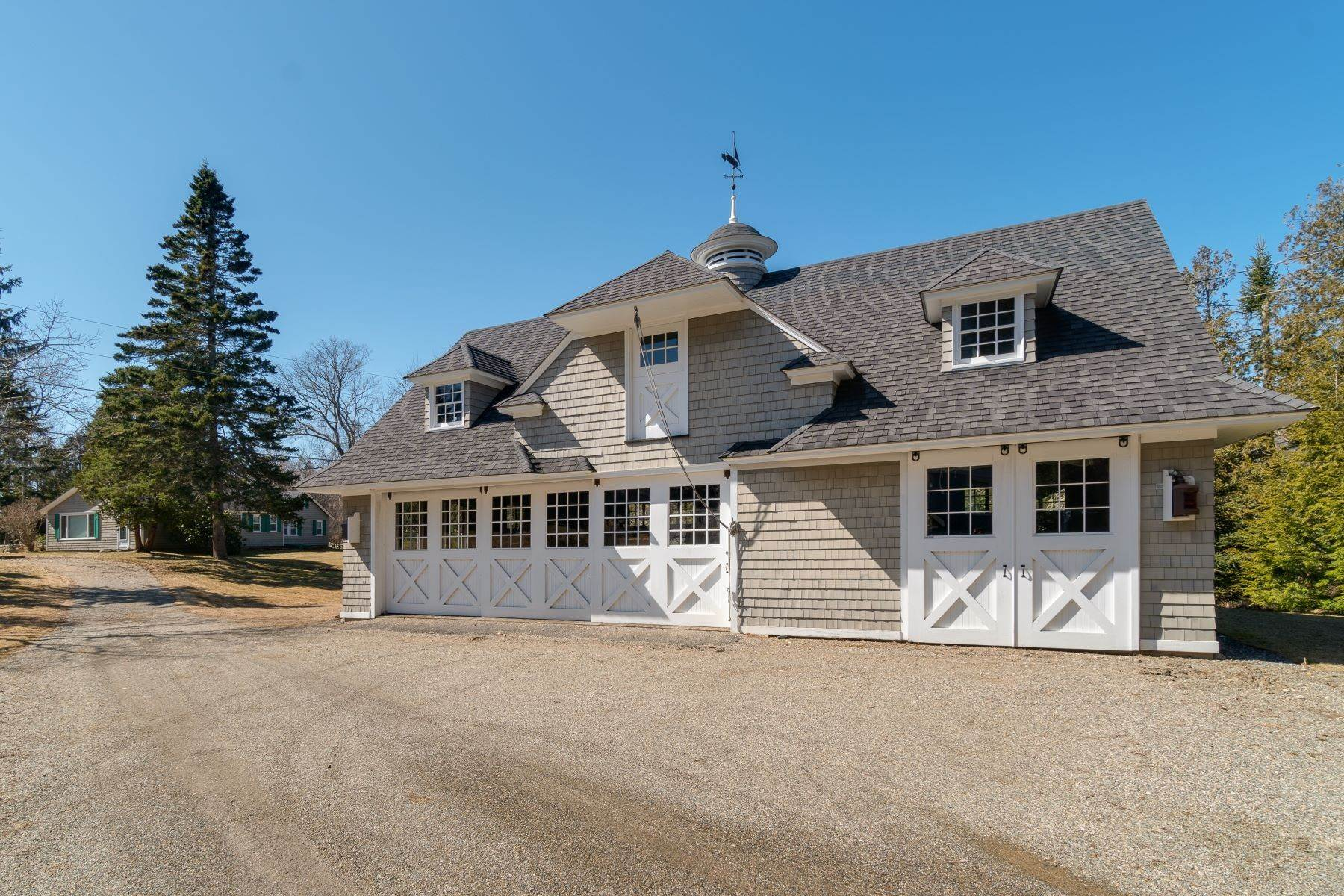 50. Other Residential Homes en Weather Barn 10 Beauchamp Point Road, Rockport, ME 04856