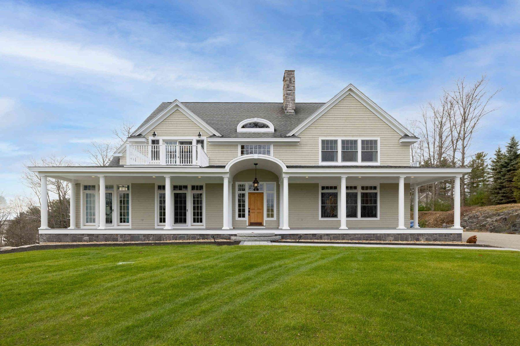 Single Family Homes 为 销售 在 Exceptional Shingle-Style Residence with Water Views 1 Tudor Drive, 基特里, ME 03904