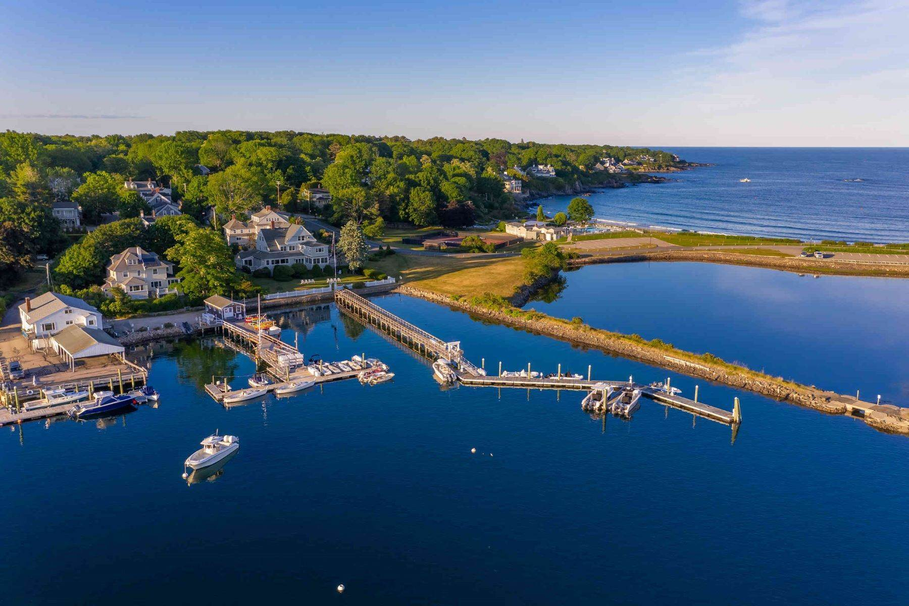 Multi-Family Homes 为 销售 在 The Iconic Edwards' Harborside & Marina in York Harbor 7 Stage Neck Road, 约克, ME 03909