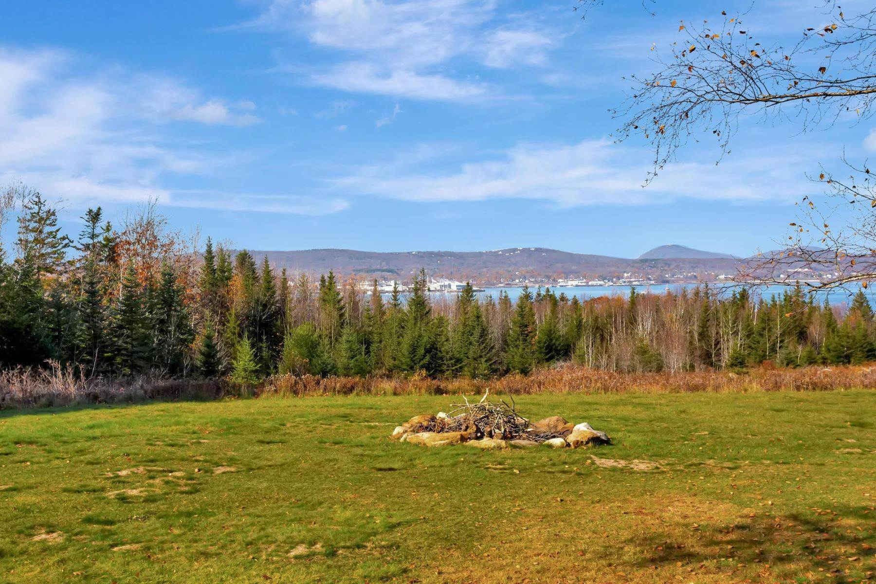 33. Single Family Homes for Sale at Owls Head, ME 04854