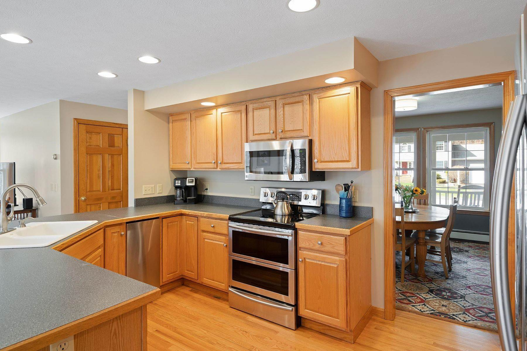 6. Single Family Homes for Sale at Brunswick, ME 04011
