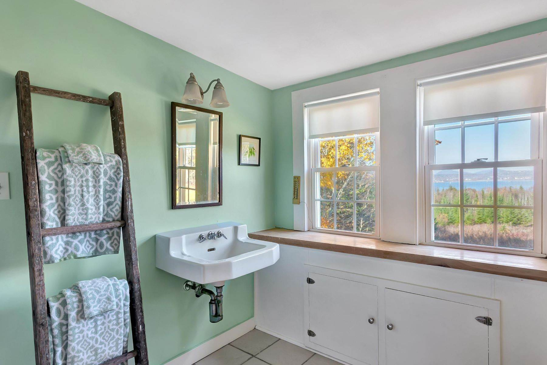 23. Single Family Homes for Sale at Owls Head, ME 04854